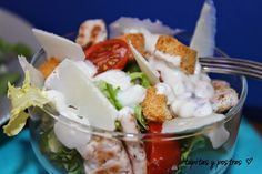 La ensalada César es una de mis favoritas, además de ser muy completa y estar buenísima, se puede convertir en un plato único. Lo m...