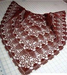Patrón paso a paso para tejer un lindo chal o chalina elaborado a crochet o ganchillo en hilo de color vino tinto. Mira más instrucciones y el botón para descargar este patrón al final de las imágenes.