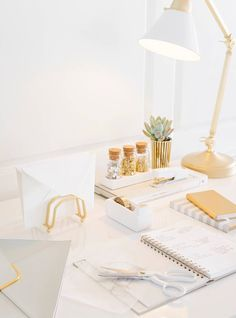 Home Office Decor Gold Desk Organization 32 Ideas Home Office Space, Home Office Desks, Office Spaces, Work Spaces, Small Office, Office Furniture, Design Furniture, Furniture Ideas, White Office Decor