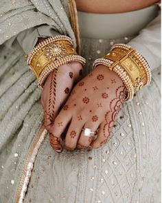 Latest Ring Designs for Brides - We know that you have been waiting for this moment for ages. Just like your dream bridal lehenga and mehndi there is one thing that remains very close to your heart for the rest of your life. Mehndi Designs For Girls, Mehndi Designs For Fingers, Mehndi Art Designs, Simple Mehndi Designs, Tribal Henna Designs, Mehndi Images, Bridal Bangles, Bridal Jewelry, Gold Bangles Design