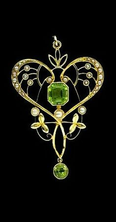 Art Nouveau pendant set with seed pearls and peridotes. |   Image courtesy of Lang Antiques.