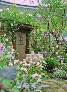 Charming little garden patio! Shared by www.nwquiltingexpo.com @NWQuilting Expo #nwqe #gardening
