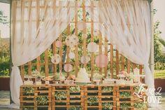 Resultado de imagem para casamento rustico  decoração com paletes