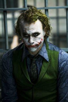 Heath Ledger joker gif | ... alguns que não usam maquiagem toda borrada), o Heath venceu