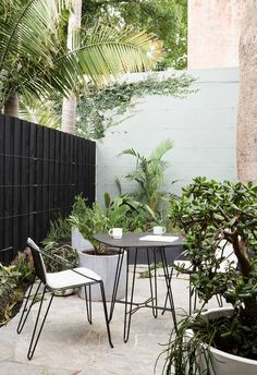 Outdoor Dining Set, Outdoor Rooms, Outdoor Furniture Sets, Outdoor Decor, Outdoor Pavers, Patio, Timber Fencing, Small Garden Design, Concrete Planters
