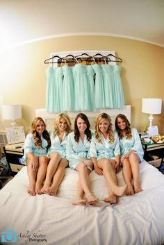 20+ Must Take Wedding Photos With Your Bridesmaids ❤ See more: http://www.weddingforward.com/must-take-wedding-photos-with-bridesmaids/