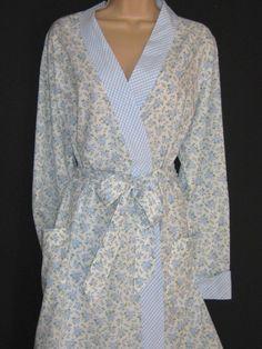 5eb2a7523002 LAURA ASHLEY Vintage Cornflower Rose Cluster Morning Robe/Dressing Gown,  XL. PetticoatsLaura AshleyNightwearDress SkirtDressing