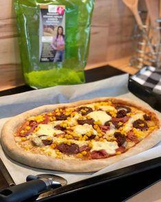 Szénhidrátcsökkentett, gluténmentes kelesztés nélküli PALEO pizza, amely tojásmentesen is elkészíthető – Éhezésmentes karcsúság Szafival Paleo Pizza, Hawaiian Pizza, Diabetic Recipes, Vegetable Pizza, Baking, Vegetables, Drinks, Food, Beverages
