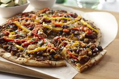In less than 30 minutes (including baking time), you can have this Southwestern Bean Mexican Pizza on your picnic table! #perfectpicniccontest #recipe