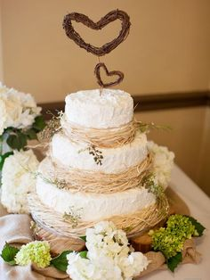 Beatiful white wedding cake with rustic details for a camo/nature wedding