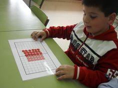 Mariluz, maestra de Infantil y creadora del blog http://actividadesinfantilyprimaria.blogspot.com, nos envía unos materiales que ha elaborado para trabajar con los bloques lógicos y regletas. A