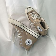 Aesthetic Shoes, Beige Aesthetic, Mode Converse, Hype Shoes, Dream Shoes, Chuck Taylor Sneakers, Shoe Game, Sneakers Fashion, Me Too Shoes