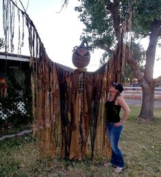 DIY Giant Corn Stalker Scarecrow - Scary, Creepy, Halloween Prop, Haunt Diy Halloween Scarecrow, Creepy Halloween Props, Scary Scarecrow, Scary Halloween Decorations, Cute Halloween Costumes, Halloween Ideas, Halloween Stuff, Halloween Crafts, Halloween Forum