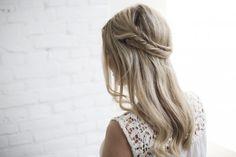 Simple and elegant twisted hair. Fishtail Braid Hairstyles, Braided Hairstyles Tutorials, Pretty Hairstyles, Style Hairstyle, Hairstyles Haircuts, Good Hair Day, Great Hair, Braid Headband Tutorial, Blonde Back