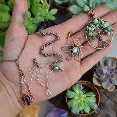 🌻 Shop update today at EST! 🌟 Spring Things pt II hits my etsy shop sooooon! 🌷🐍 I've been working nonstop all day just taking…. Some of them possible shapes for embroidered earrings. Silver Jewellery Indian, Copper Jewelry, Jewelry Art, Beaded Jewelry, Handmade Jewelry, Jewelry Design, Wire Jewelry Patterns, Wire Wrapping Crystals, Wire Wrapped Bracelet