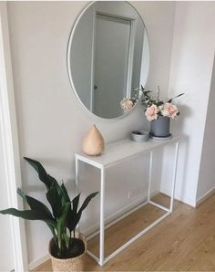 Check this, you can find inspiring Photos Best Entry table ideas. of entry table Decor and Mirror ideas as for Modern, Small, Round, Wedding and Christmas. Small Apartment Interior, Room Interior, Interior Design Living Room, Living Room Decor, Bedroom Decor, Small Apartment Entryway, Dining Room, Hallway Decorating, Interior Decorating