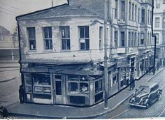 Sirkeci Garı önünde Ankara Caddesi ile Muradiye Caddesinin birleştiği köşede yıkılan ve yerine tramvay durağı yapılan binalar-1940 lar