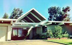 Los Altos Eichler's | www.siliconvalleyeichlers.com Portola Valley, Modern Exterior, San Jose, Mid-century Modern, Road Trip, Mid Century, Architecture, Outdoor Decor, Homes