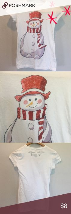 "Snowman T-Shirt - Sz S - Retail $15 LOL Vintage Snowman t-shirt. Good used condition. Material: 100% cotton. Measurements: 22"" length, 14"" bust. Size Small. Retail $15.  ✅Always Authentic✅ ⬇️Bundle & Get 10% Off & Save on Shipping⬇️ ❌Trades❌PayPal❌ LOL Vintage Tops Tees - Short Sleeve"