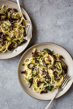 SPAGHETTI WITH BRUSSELS SPROUTS & BACON