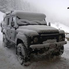 Land Rover Defender 110 Td4 customized adventure extreme in snow time
