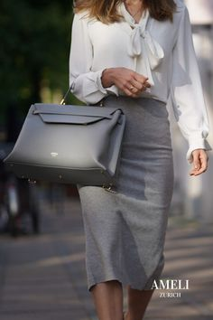 Zurich, Work Bags, Bag Organization, Business Outfits, Fall Trends, Line Design, The Office, Women Empowerment, Laptop Sleeves