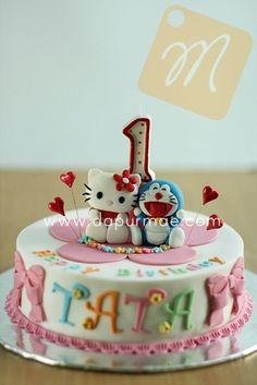 hello kitty & doraemon cake