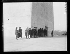 Line to enter Washington Monument, 1922