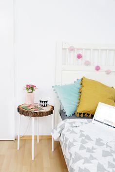 Kreative DIY-Idee: Selbstgemachter Beistelltisch aus Baumscheibe und Ikea-Hocker Marius