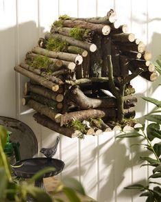 Anleitung für ein Vogelhaus ~ DIY bird house Roof for Marnie's? Garden Crafts, Garden Projects, Diy Projects, Diy Crafts, Stick Crafts, Diy Garden, Garden Tools, Bird Houses Diy, Fairy Houses