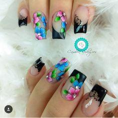 A imagem pode conter: uma ou mais pessoas Flower Nail Designs, Fall Nail Art Designs, Pedicure Designs, Gorgeous Nails, Pretty Nails, Nails First, Flower Nails, Creative Nails, Manicure And Pedicure