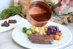 Entrecôte de cerf sauce vin rouge et chocolat Sauces, Steak, Food, Chocolates, Game, Deer, Lawyer, Hunting, Essen