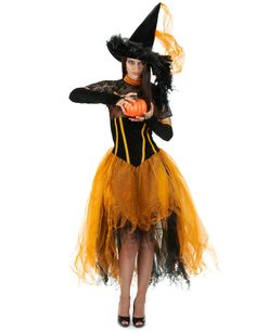 Déguisement sorcière dentellée orange femme Halloween : Ce déguisement de sorcière orange pour femme se compose d'une robe, d'un chapeau et d'une paire de mitaines (chaussures non incluses). La robe longue possède des...