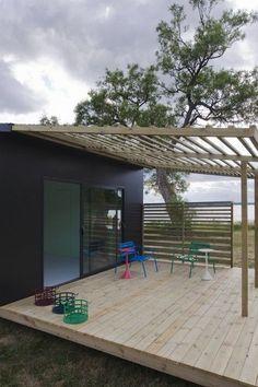 Mini House Modern Prefab in architecture Category Deck With Pergola, Pergola Patio, Pergola Plans, Pergola Kits, Pergola Shade, Low Deck, Patio Decks, White Pergola, Pergola Ideas