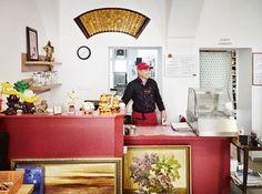 Wang-Nudelshop: Qingdao an der Wien Qingdao, Gallery Wall, Restaurants, Fairy, Ralph Lauren, Home Decor, Breakfast Soup, Stuffed Pasta, Green Chilis