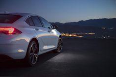 Галерея 2017 Opel Insignia Grand Sport. 15 свежих и актуальных фотографий. Пресс-релиз, рейтинг, заметки на тему 2017 Opel Insignia Grand Sport