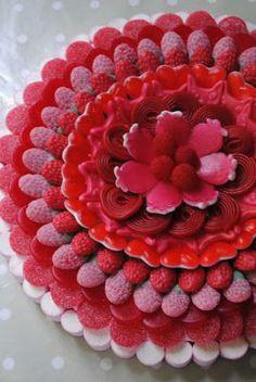 torta decorada con golosinas