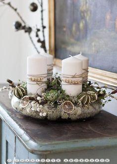 Proste i eleganckie stroiki świąteczne, które pięknie udekorują Twój stół