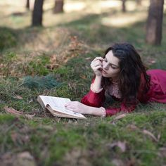 Do you find inspiration in reading a good #book www.digiwriting.com #metime #tips  Reading in the park.
