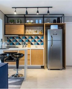 Find out how to design your own Kitchen. We have given the best Small Kitchen Remodel Ideas that Perfect for Your Kitchen. Modern Kitchen Design, Interior Design Kitchen, Küchen Design, House Design, Layout Design, Design Trends, Kitchen Sets, Kitchen Layout, Cuisines Design