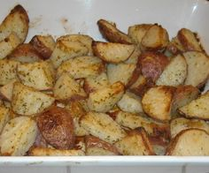 Hidden Valley Ranch Roasted Red Potatoes I got this from the Hidden Valley Dressing box and always serve it. I couldn't find it here and I needed the nutritional stats, so I'm adding it! Red Potato Recipes, Potato Dishes, Food Dishes, Side Dishes, Vegetable Dishes, Vegetable Recipes, Veggie Food, Side Dish Recipes, Dinner Recipes