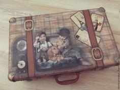 Купить Чемодан для юного джентльмена. - чемодан, коричневый, винтажный стиль, комната для мальчика, короб для игрушек Decoupage Suitcase, Decoupage Box, Vintage Suitcases, Vintage Luggage, Shabby Boxes, Makeup Case, Mini Albums, Home Crafts, Craft Projects