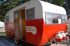 Restored 1955 Aljoa travel trailer with propane tanks painted red and white to match the trailer Old Campers, Vintage Campers Trailers, Retro Campers, Camper Trailers, Retro Rv, Vintage Caravans, Camping Checklist, Camping Hacks, Airstream