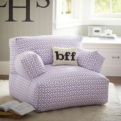 This is my dream comfy chair for reading or snuggling with my kiddos! #PrimroseReadingCorner