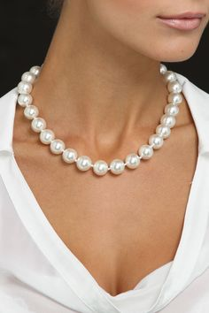 Classic Pearl Necklace. V
