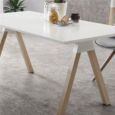 Liefhebbers van een Scandinavisch interieur opgelet! Deze LaForma Stick tafel bestaat uit een frisse combinatie van wit gelakt én blank hout; een match made in Heaven. De bijzondere schuine tafelpoten geven de tafel nét dat beetje extra!