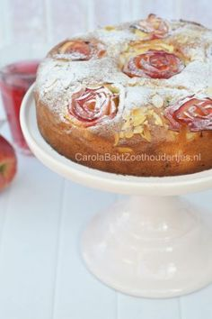 Cake with apple roses Lemon Desserts, Cookie Desserts, No Bake Desserts, Cookie Recipes, Snack Recipes, Snacks, Dessert Book, Pie Dessert, Dutch Bakery