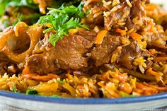 Do you like pilaf? What is meant here is real Uzbek pilaf made of mutton and in a special large cooking pot. You are welcome to take part in the process of making and eating real pilaf from the city of Tashkent. Bulgarian Recipes, Russian Recipes, Bulgarian Food, Uzbekistan Food, Easy Lo Mein Recipe, International Recipes, Main Dishes, Good Food, Pork