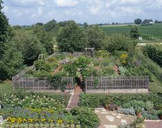 1000 images about vegetable garden ideas on pinterest for Country vegetable garden ideas