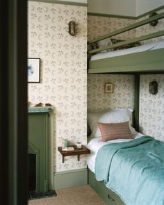 Farmhouse style bedrooms - Victorian row house updated as lofty duplex by interior design Mark Lewis – Farmhouse style bedrooms Victorian Townhouse, Victorian Homes, Victorian London, Neo Victorian, Modern Victorian Bedroom, Victorian Terrace Interior, Victorian Dresses, Design Scandinavian, Vintage Apartment